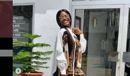 Alex claimed being Awesome as she Drops a cute Photo on Instagram (Caption)