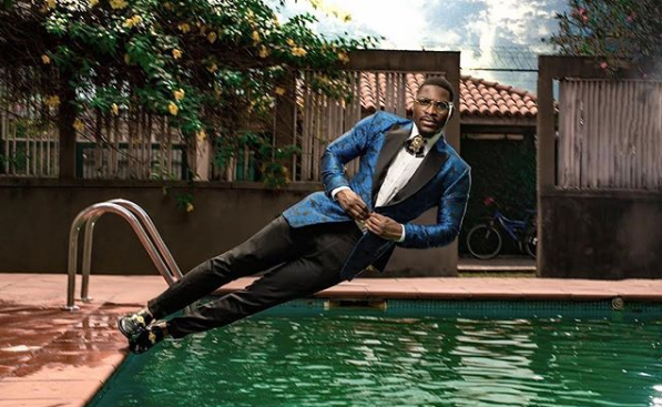 Tobi Hilarious Video on Pool Photo Side Capture Out (WATCH VIDEO)